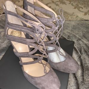 Vince Camuto size 10 grey nude shoe